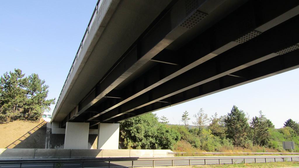 Most v ulici Svatojánská v obci Vráž