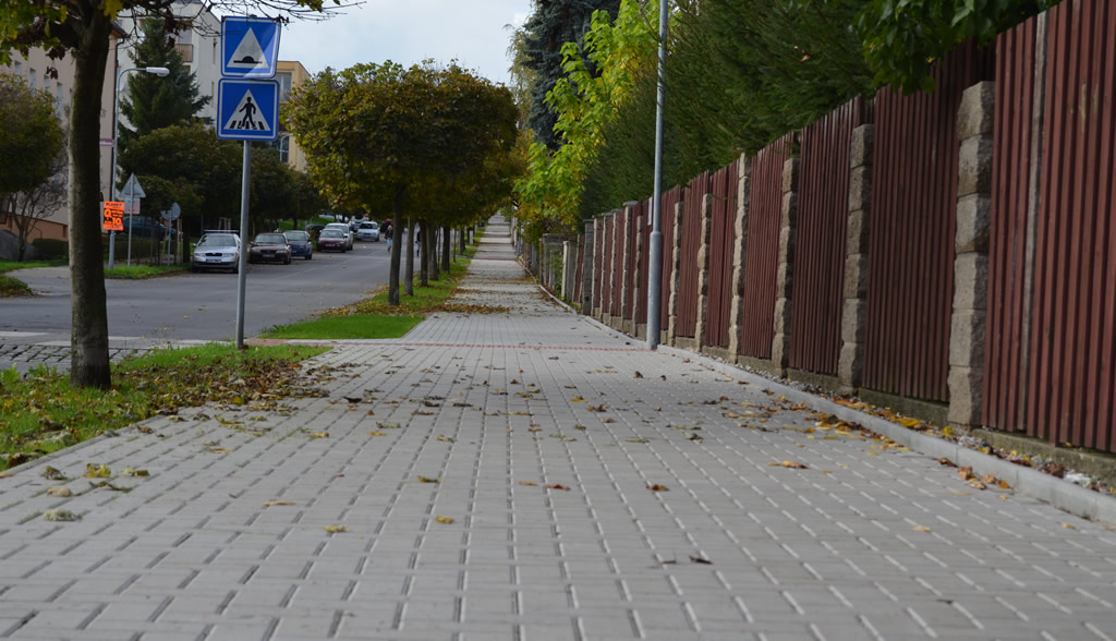 Rekonstrukce chodníku v ulici Husova v Novém Boru, v úseku od kruhové křižovatky na třídě T. G. Masaryka po křižovatku s ulicí Česká.