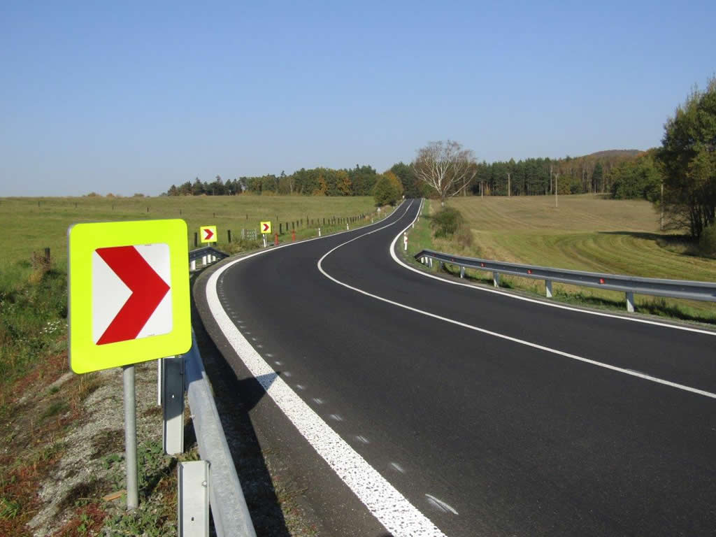 Silnice II/270 Pertoltice pod Ralskem, zvýšení protismykových vlastností vozovky